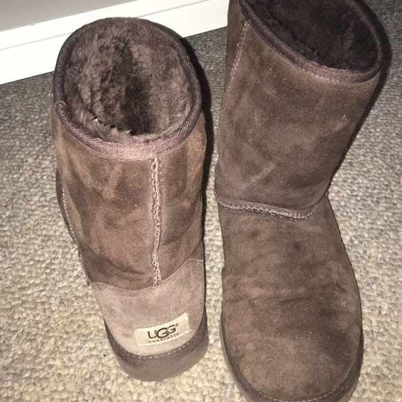 UGG Shoes - SHORT BROWN UGGS